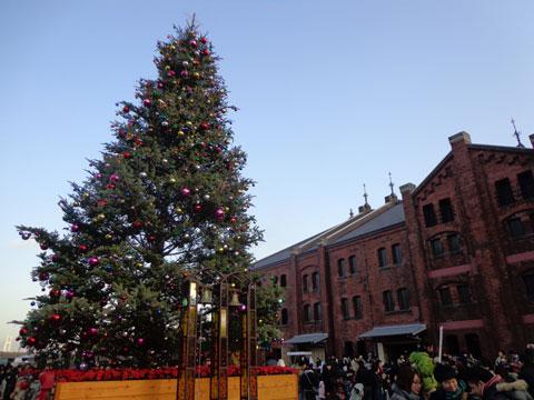 クリスマスシーズンの赤煉瓦倉庫