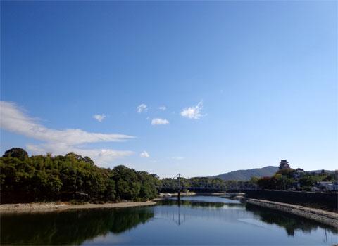 旭川からみる岡山城と後楽園