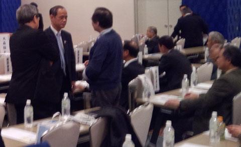 行財政改革セミナー市民と語る大森市長(左から2人目)