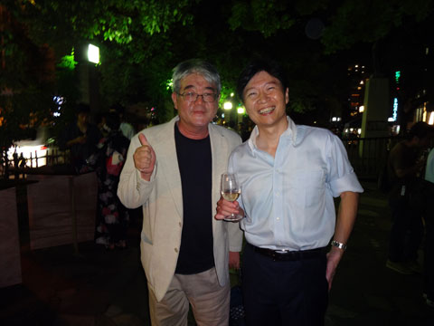 伊原木隆太岡山県知事(右)