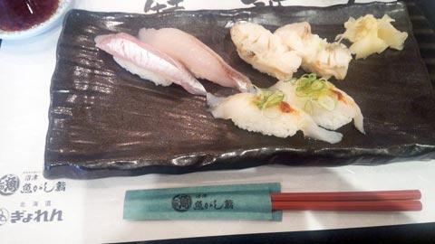 三島駅構内にある「魚がし寿司」にて