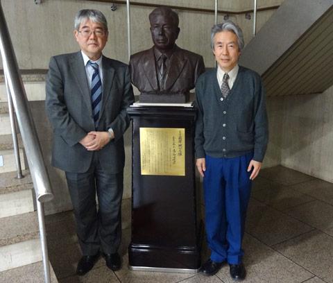 右が萩原岡山経済同友会代表幹事