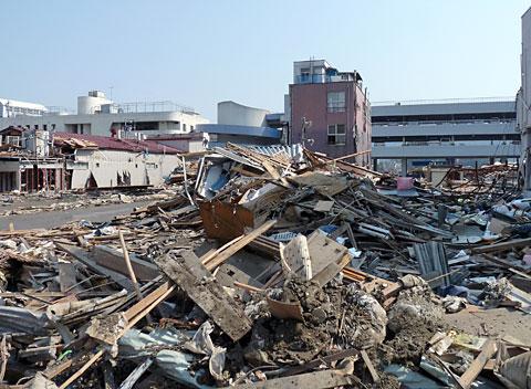 津波で倒壊した街並「東日本大震災現地調査」