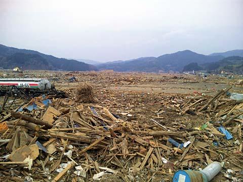 大型のタンクローリ「東日本大震災現地調査」