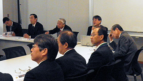 左から2人目高木副会長